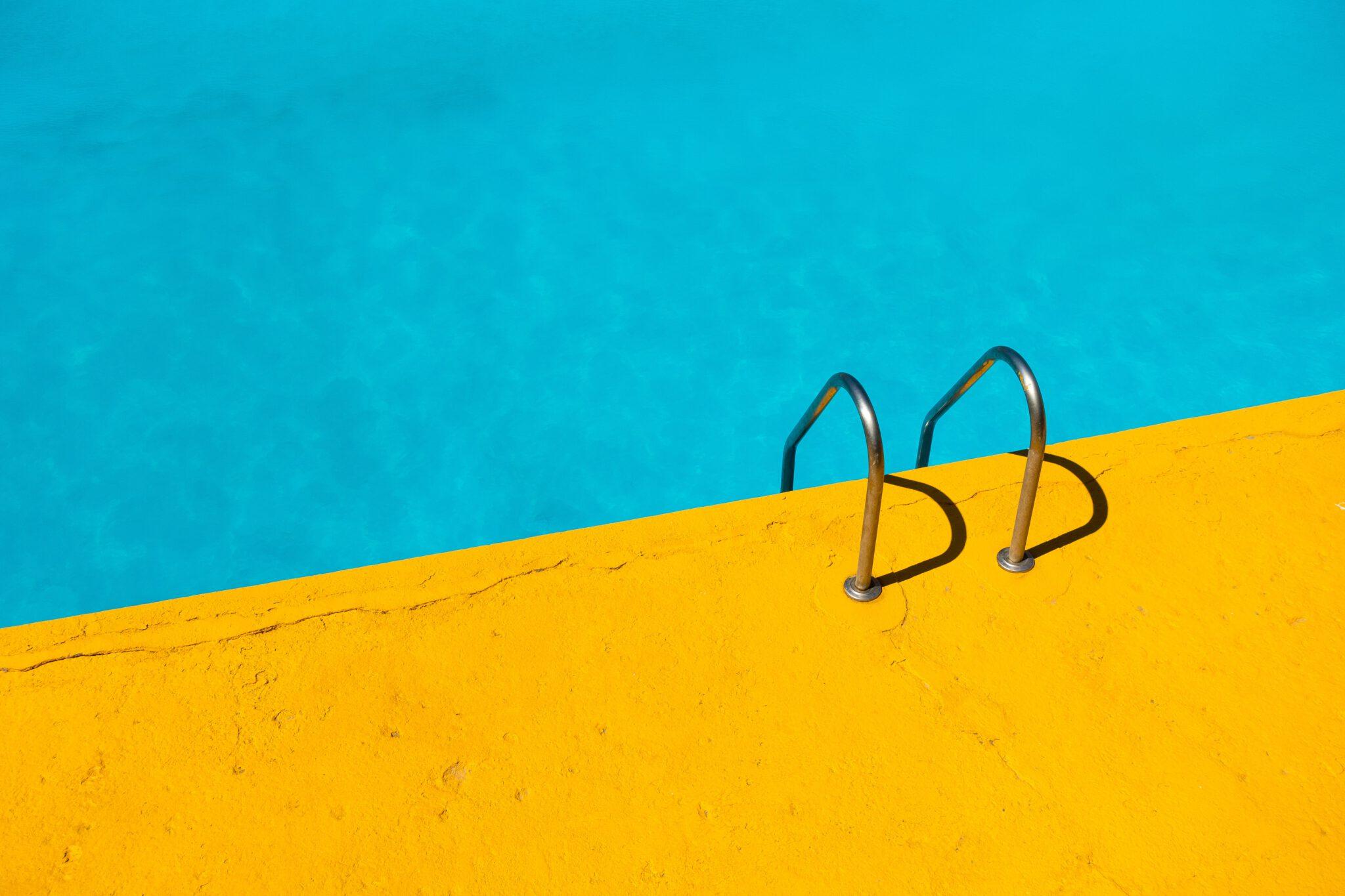 Pool © Unsplash/Etienne Girardet